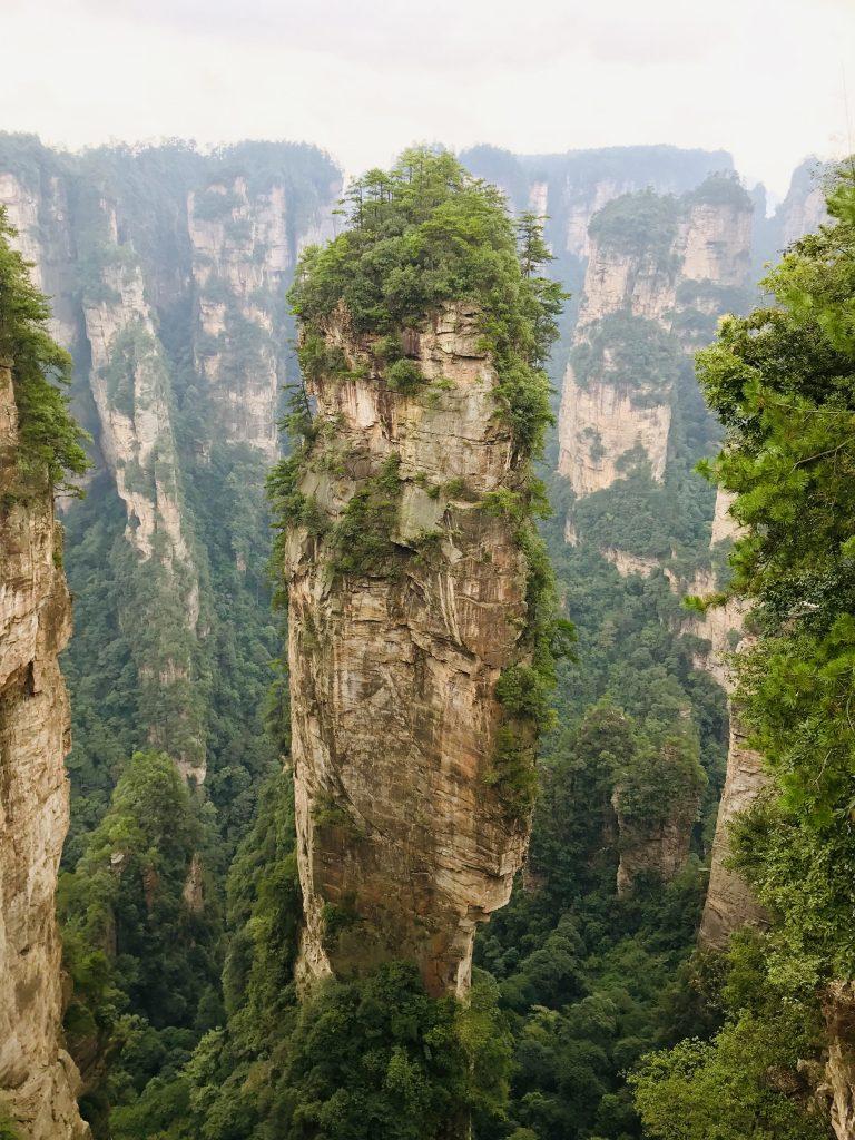 Vista dei picchi carsici del Parco di Zhangjiajie