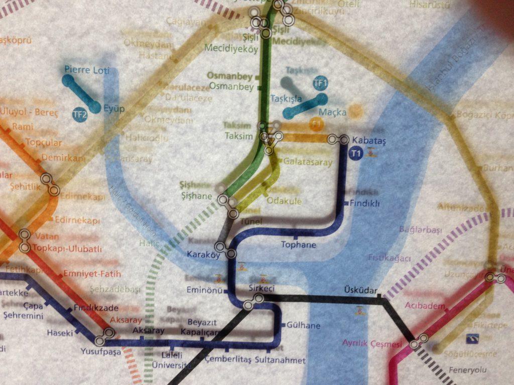 Mappa un po' sfocata delle fermate metro di Istanbul