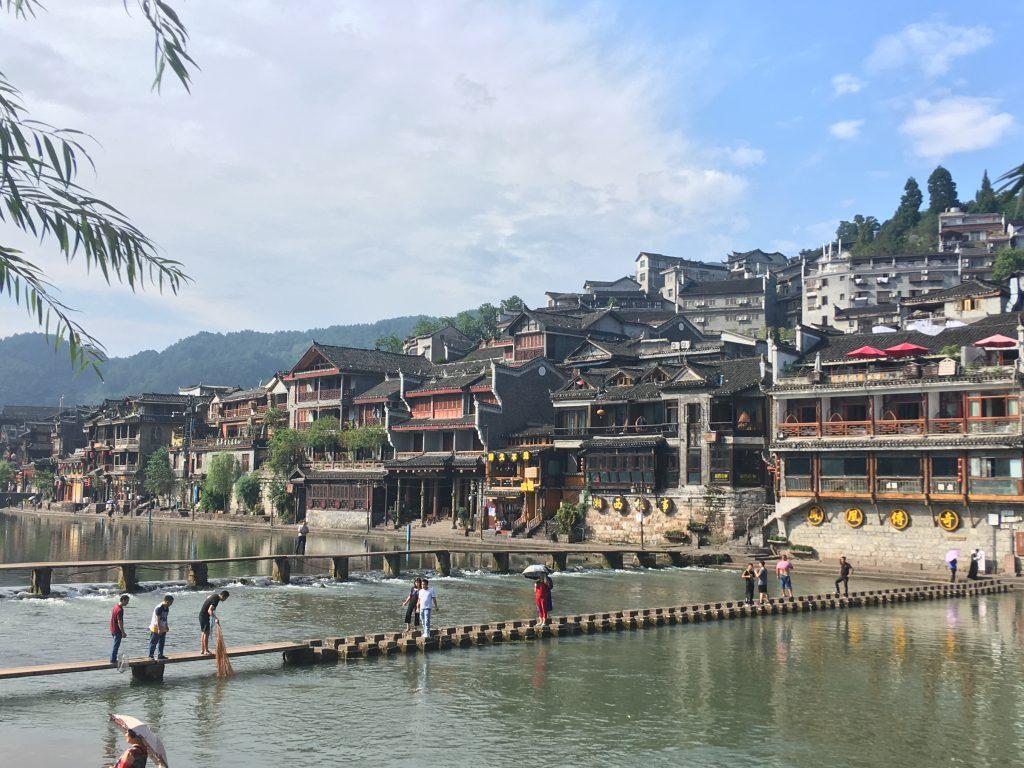 In un itinerario di 12 giorni in Cina cercate di inserire Fenghuang o qualche altro villaggio caratteristico