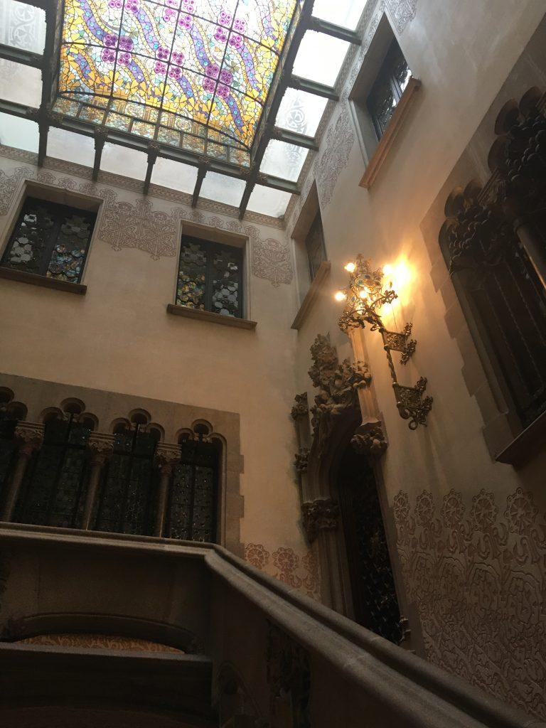 Interno della Casa Amatller, uno dei 7 luoghi insoliti di Barcellona