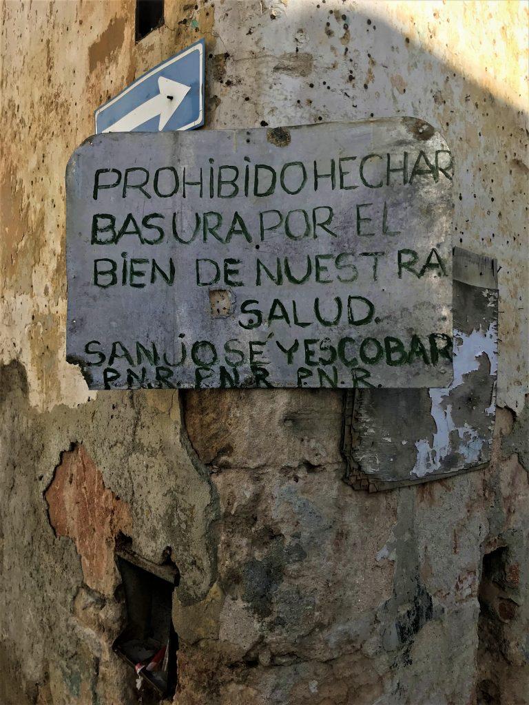 cartelli per le strade de La Havana  itinerario in 12 giorni a Cuba