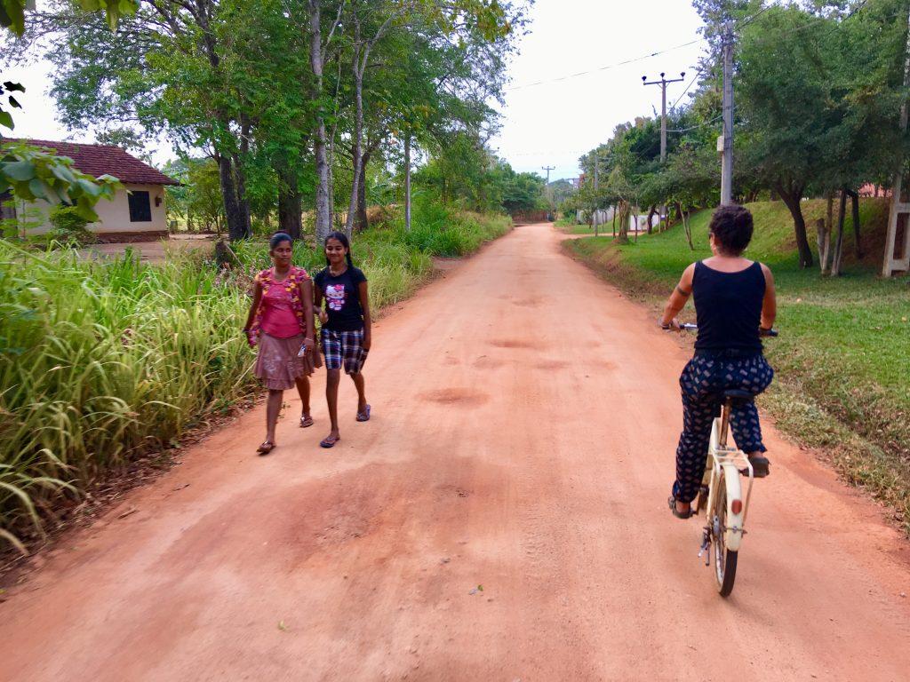 giro in bicicletta durante il nostro itinerario in 13 giorni in Sti lanka