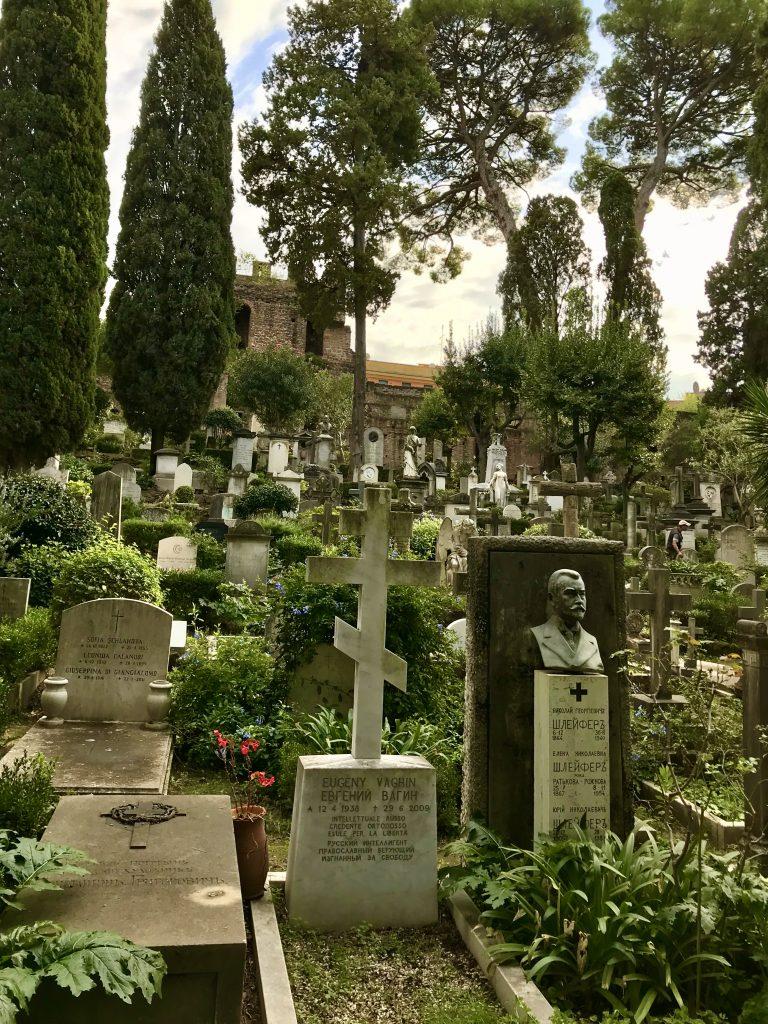 tombe del cimitero acattolico, a Roma uno dei 5 luoghi extra